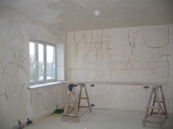 Подготовка стен к шпаклевке в новостройке