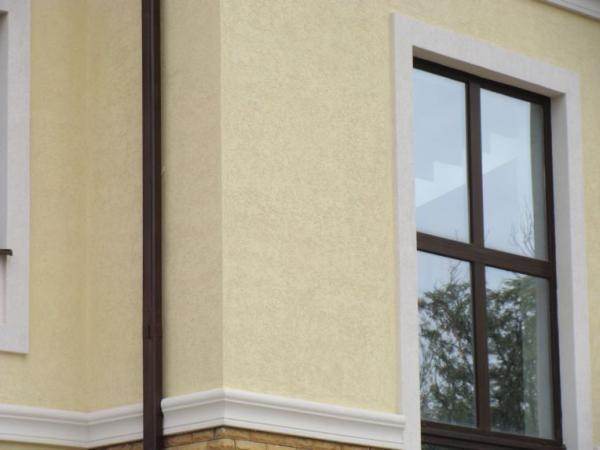 Коричневый оттенок фасада дома