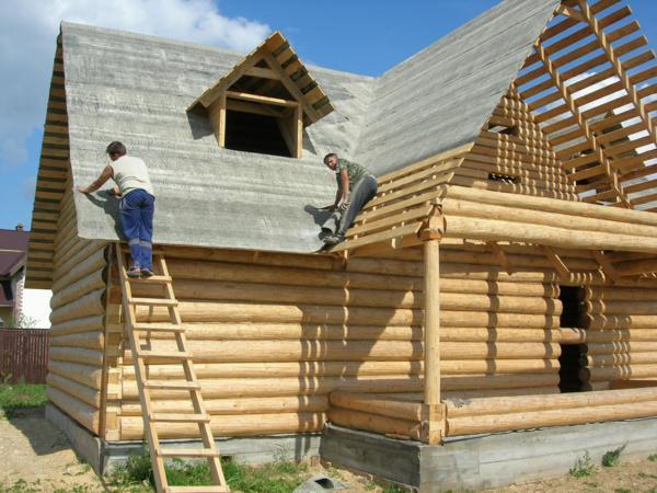Монтаж крыши загородного дома