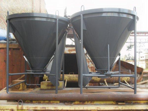 Использование бадьи для бетона на строительной площадке