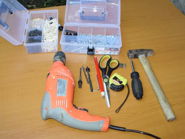 К выбору материалов и инструментов нужно отнестись тщательно, от этого зависит качество будущей конструкии