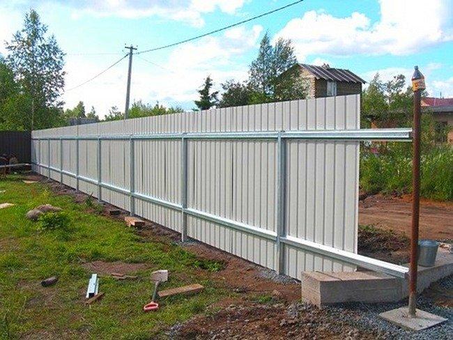 Как построить забор на даче своими руками