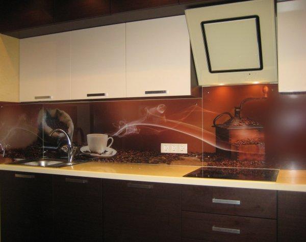 Как сделать фартук из стекла на кухне?