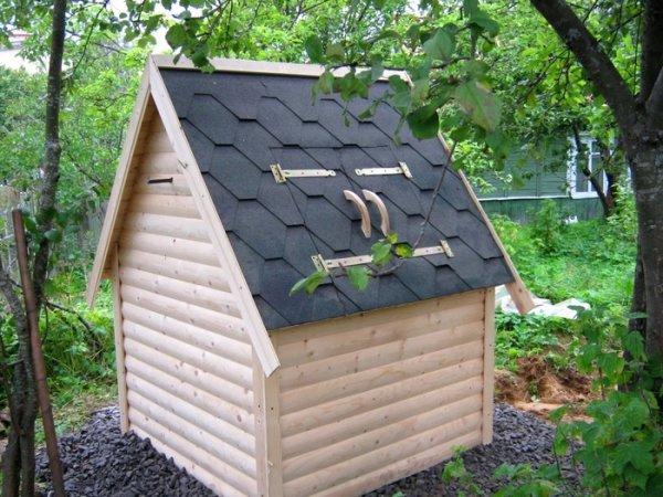 Как построить домик на колодец своими руками?