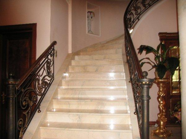 Виды материалов применяемых в отделке лестницы