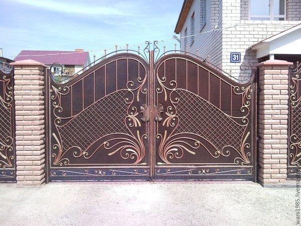 Кованые ворота – визитная карточка загородного дома