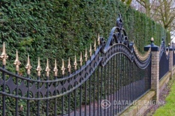 Правильное ограждение для загородного дома