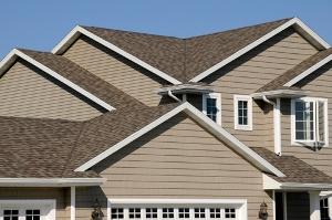 Как решить практические проблемы и придать дому особенности с помощью винилового сайдинга?