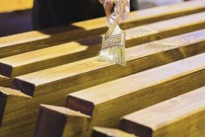 Увеличение эксплуатационных качеств древесины с помощью пропитки