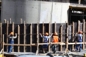 Монтаж опалубки под монолитный бетон
