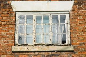 Ревизия и текущий ремонт окон и крыши дома