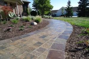 Ландшафтный дизайн- мощение тротуарной плиткой и натуральным камнем