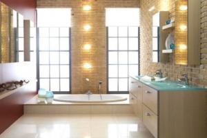 Свет в красивой ванной комнате