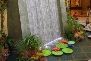 Декоративный водопад на садовом участке