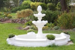 Садовый фонтан и его оформление