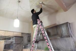 Чем покрасить потолок на кухне? Ответы и советы