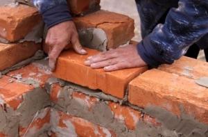 Возведение кирпичных стен своими руками. Подробная инструкция.