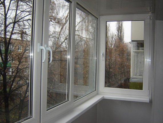 Установка алюминиевых и пластиковых стеклопакетов на балконах