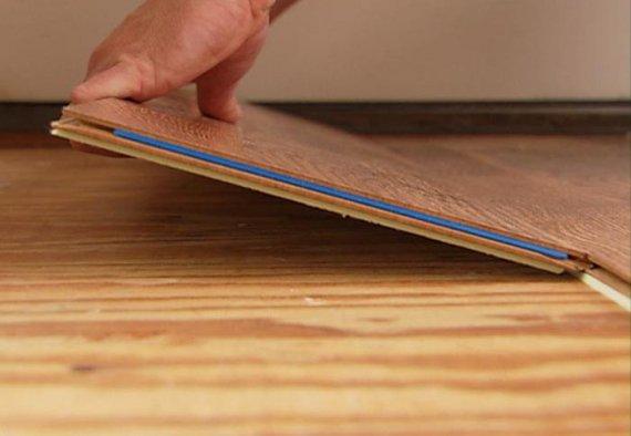 Как самому постелить ламинат на деревянный пол?