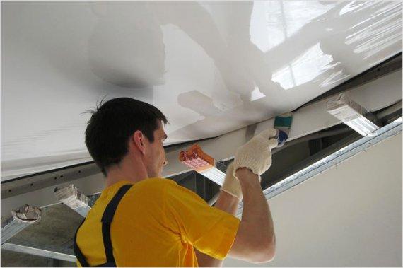Какие виды работ входят в монтаж натяжных потолков?