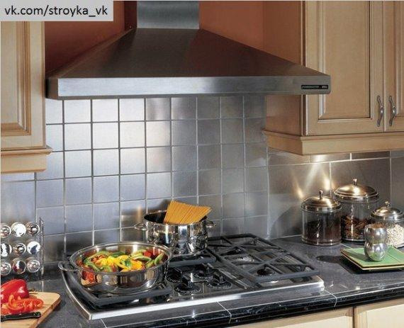 Как повесить вытяжку над плитой?