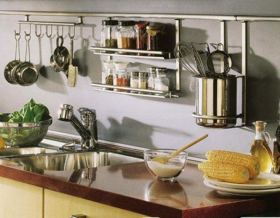 Как расположить рейлинги на кухне?
