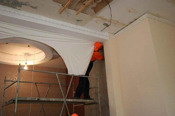 Каким образом происходит установка натяжного потолка?