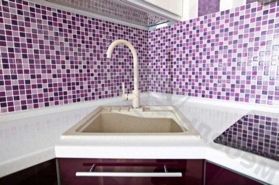 В какой интерьер подойдет керамическая плитка в виде мозаики?