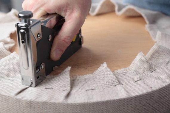Из каких материалов делают обивку и перетяжку мебели?