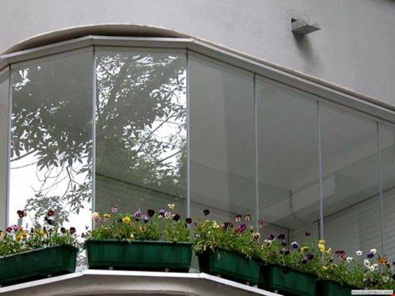 Какова технология остекления балконов?