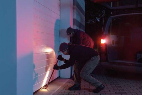 Как обеспечить безопасность гаража?