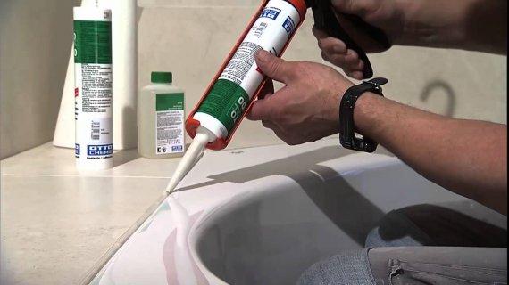 Какой герметик использовать для ванной?