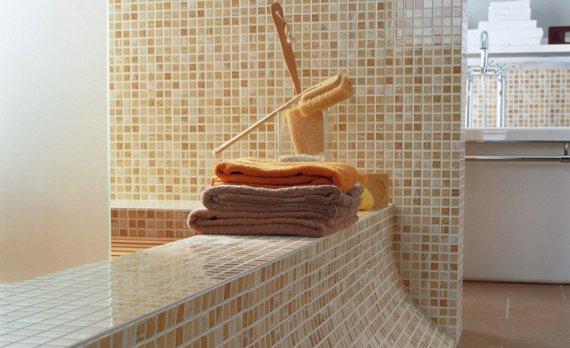 Мелкая плитка для ванной комнаты на сетке