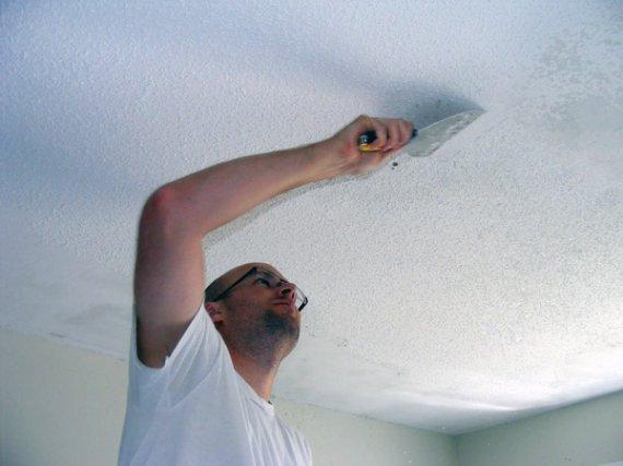 Как удалить побелку с потолка?