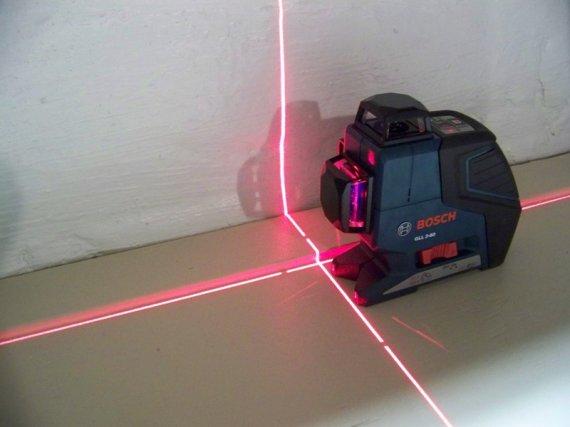 Как пользоваться лазерным уровнем для выравнивания пола?
