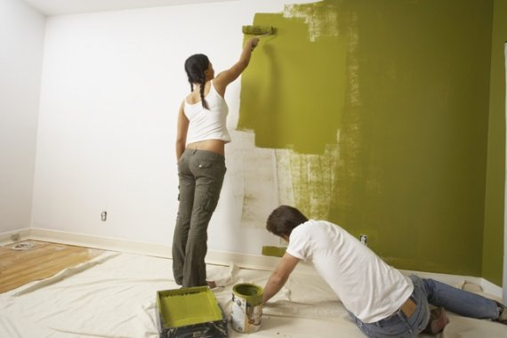 Как покрасить стены и потолок валиком?