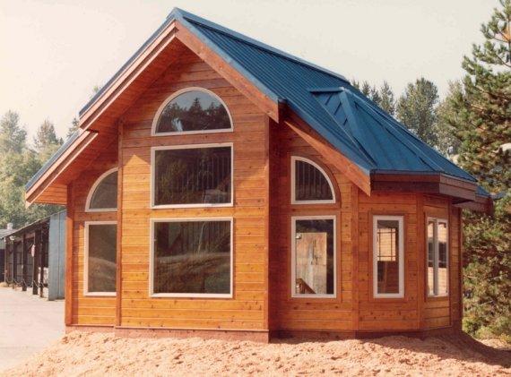 Какими преимуществами обладают дома из клееного бруса?