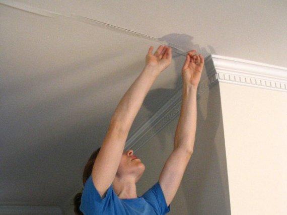 Как заделать трещину на потолке?