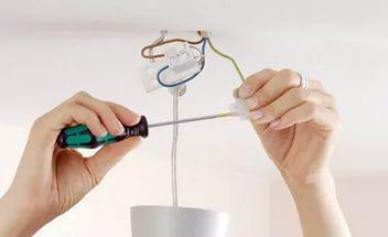 Сам себе электрик: как повесить люстру?