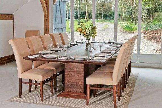 Из каких материалов изготавливают современные столы и стулья?