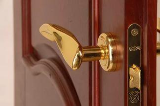 Виды дверных ручек и фурнитуры