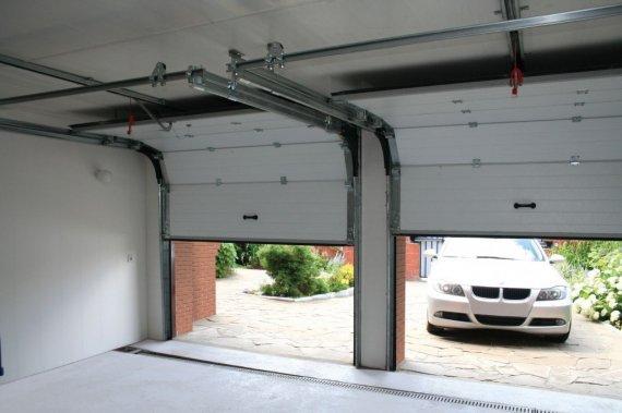 Достоинства подъемных гаражных ворот