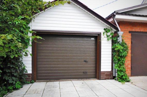 Особенности секционных ворот для гаража