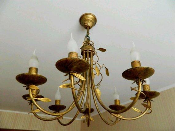 Установка люстры на потолок: как вешать люстру правильно?