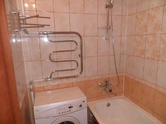 Как перенести полотенцесушитель в ванной?